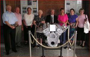 Lancastermotor met Engelse bezoekers in de Kardijk