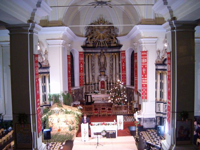 binnenzicht kerk beverlo